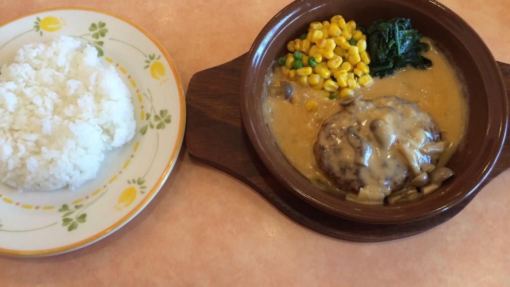 サイゼリヤのご飯とハンバーグ
