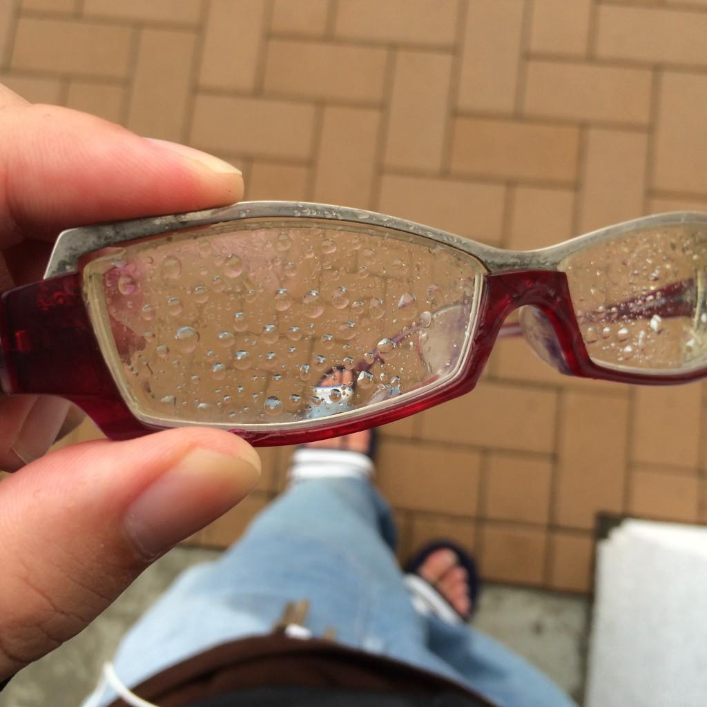 雨の日のメガネ