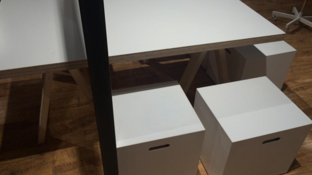 TSUTAYA テーブル