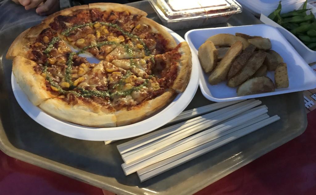 ピザとフライドポテト