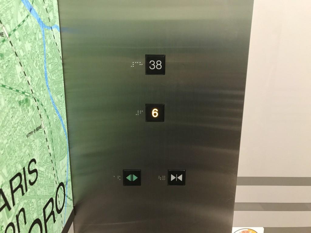 JRタワー展望室のエレベータ