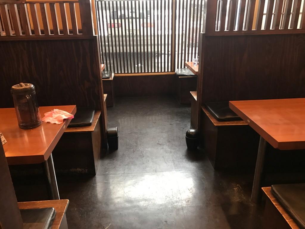 久楽のテーブル席