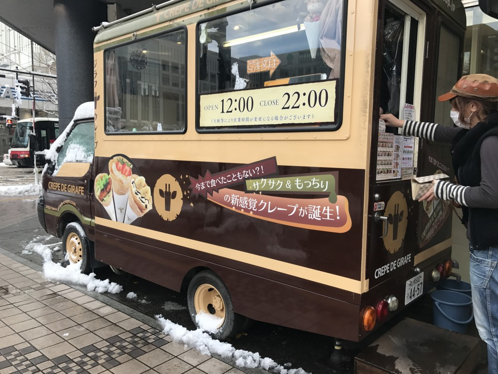 ジラフクレープの販売車
