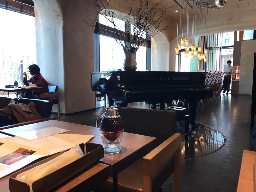 椿サロンにあるピアノ