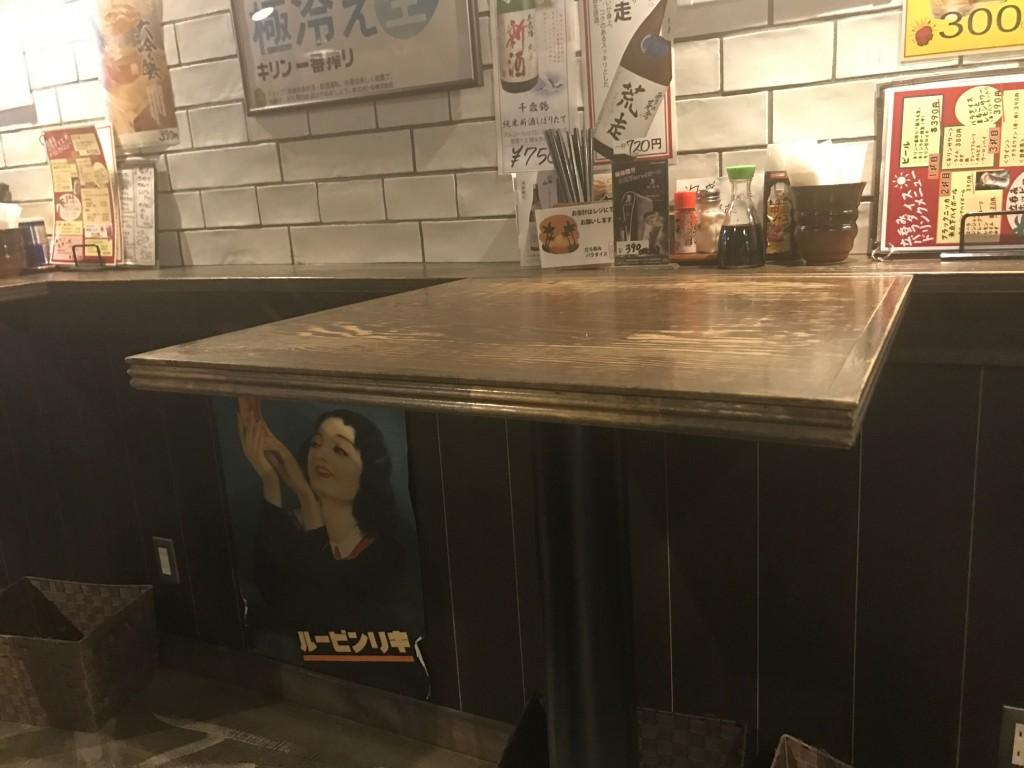 立呑みパラダイスのテーブル席
