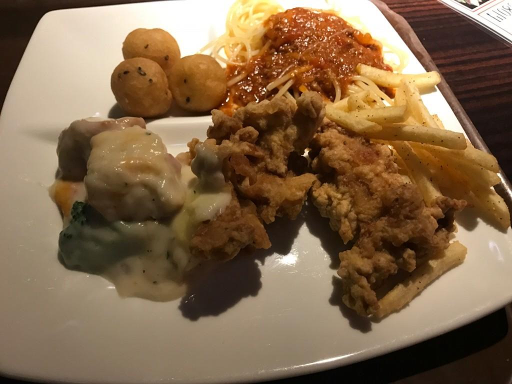 ビュッフェでとってきた食べ物