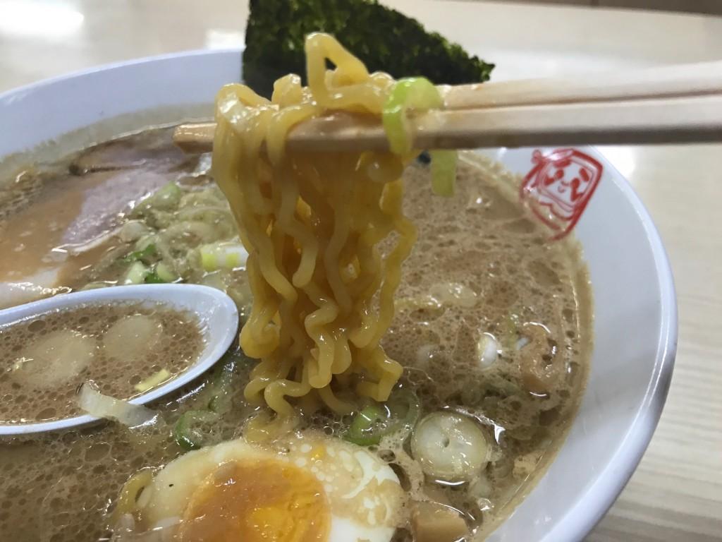 DOROラーメンの麺