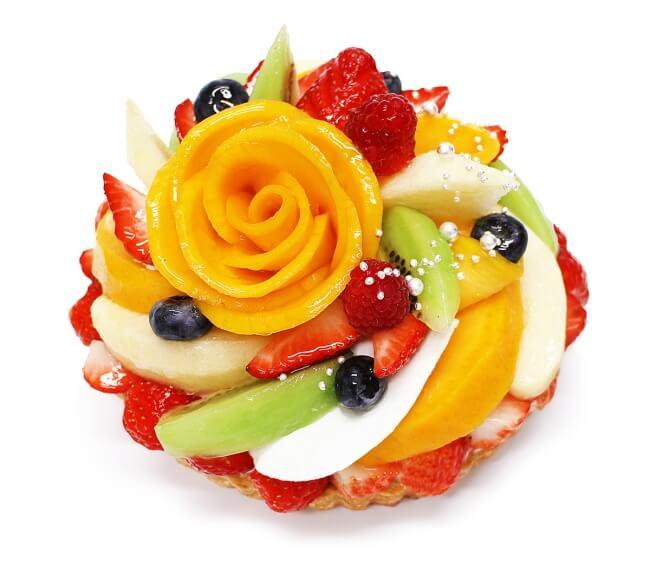 カフェコムサのクリスマスケーキ『マンゴーローズと彩りフルーツのケーキ』