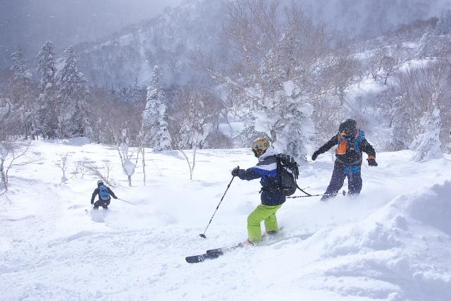 札幌国際スキー場で滑ってる様子