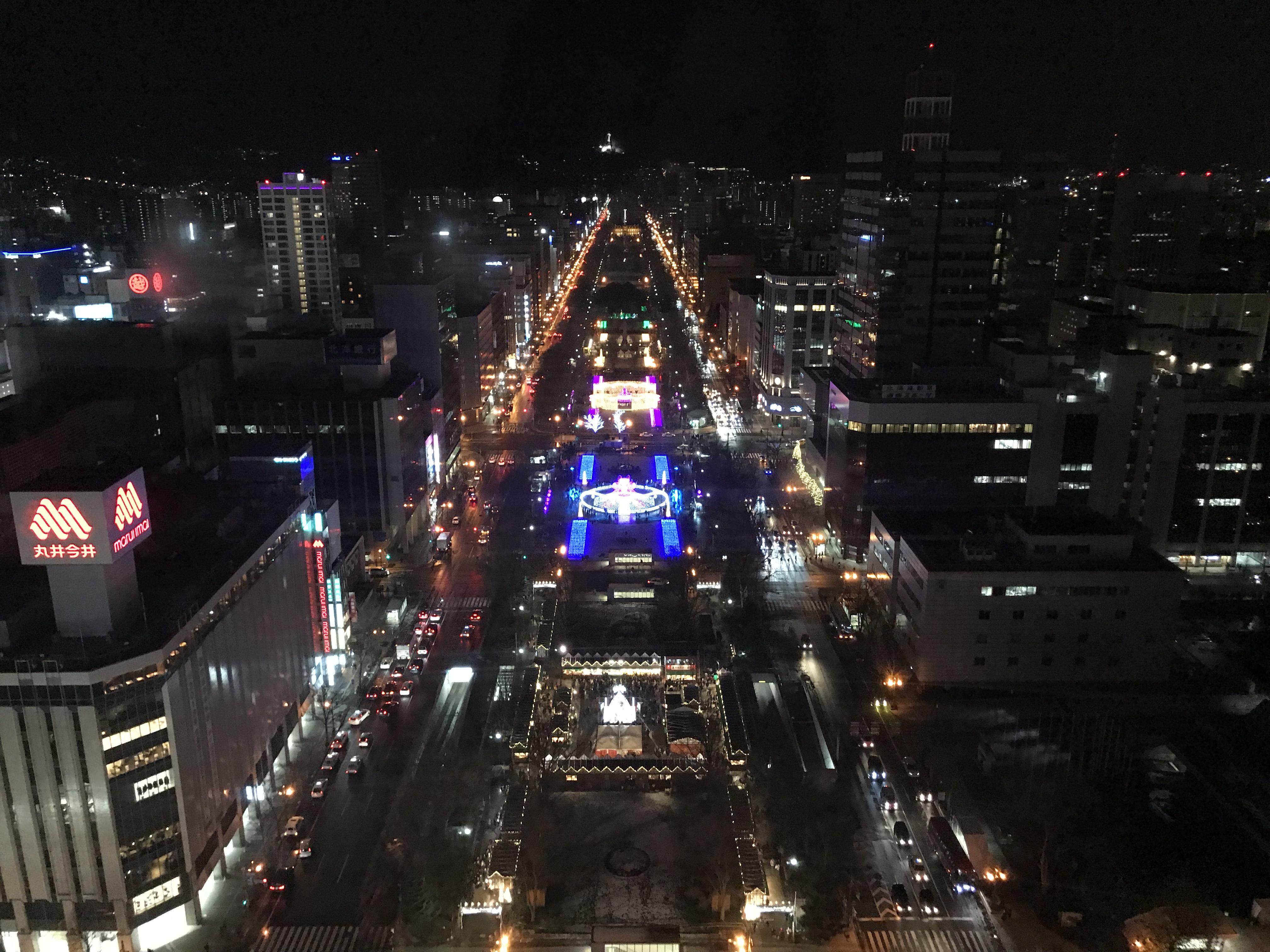 テレビ塔から見る大通公園の夜景