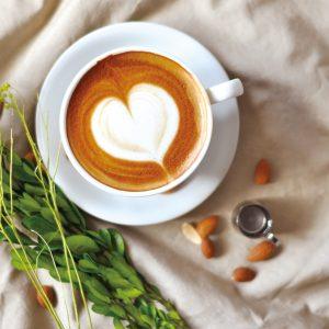 美味しくて健康的!コーヒー&アーモンドのオシャレドリンク