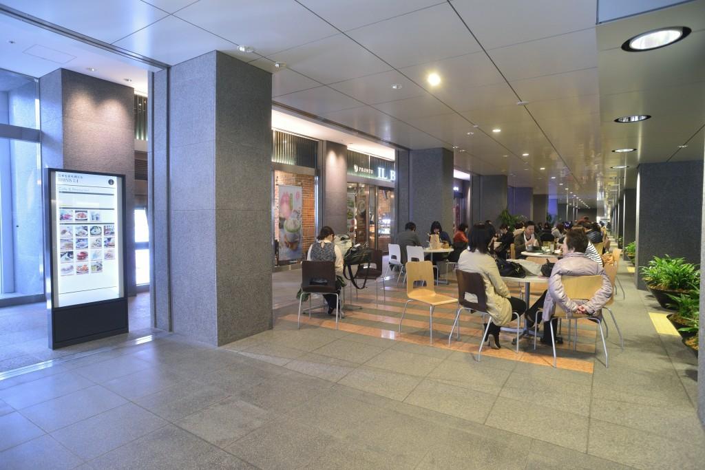 閉店するモスバーガー日本生命札幌店がある札幌地下歩行空間の様子