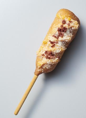 山猫バル サンドウィッチーズのパチパチキャンデイのレインボーハットグ
