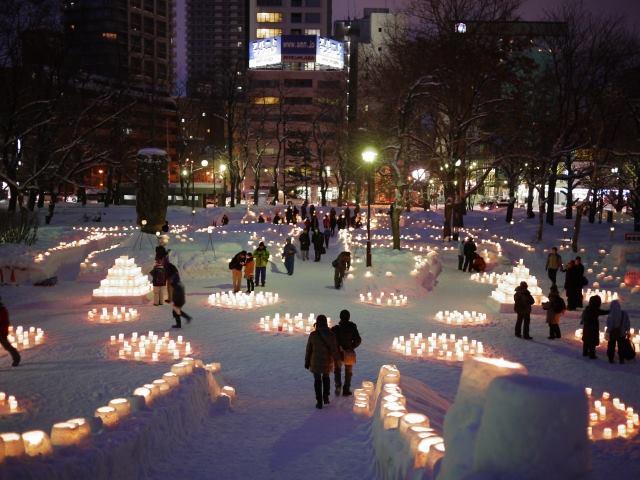 中島公園のゆきあかりではスノーキャンドルが無数に設置される