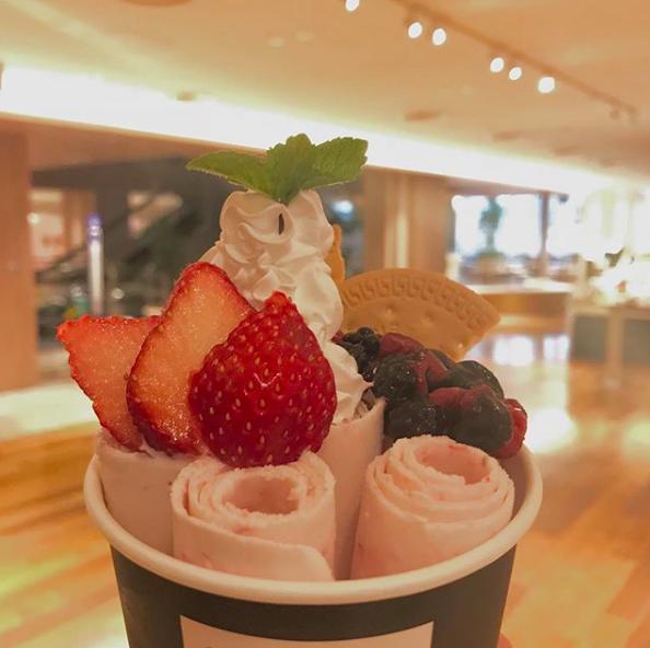 マンハッタンロールアイスクリームで販売している、くるくる見た目が可愛いロールアイス
