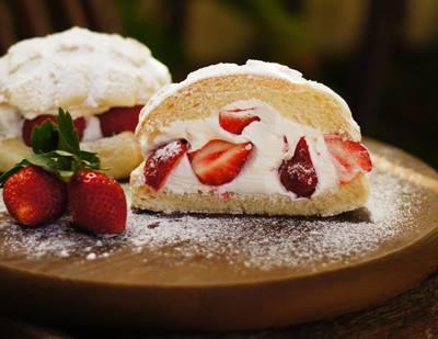 メロンパン専門店 カシェットの苺のフルーツメロンパン