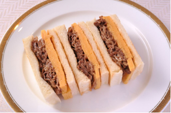 【開晴亭】国産牛のすき焼き玉子サンド