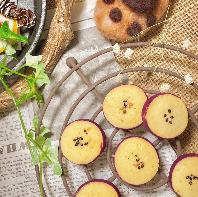 絵本のようなお菓子屋さん『くまのしっぽ』のサツマイモクッキー