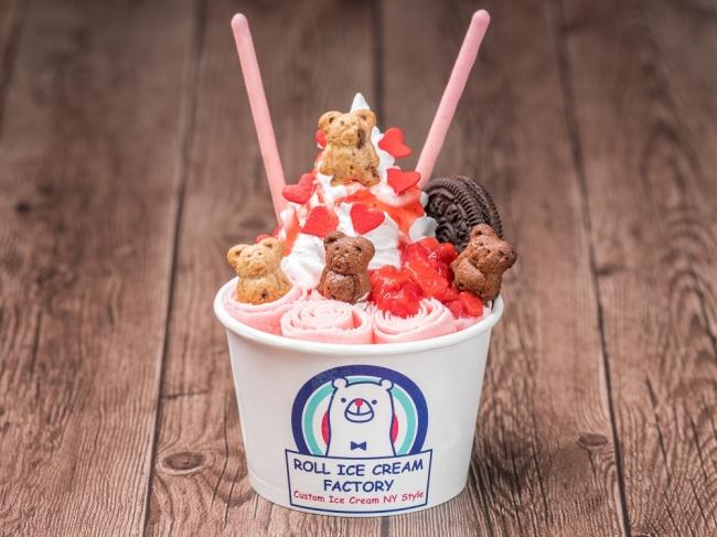 ロールアイスクリームファクトリーの人気メニュー『ストロベリースペシャル』