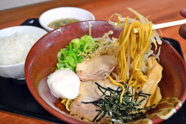 油そば専門店たおか 札幌駅北口店で一周年感謝祭を開催!麺メニューがほぼ半額に!