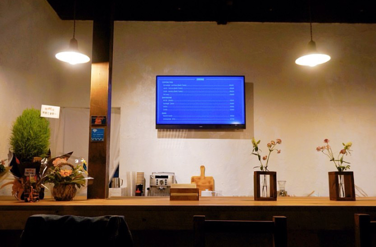 anoCAFE(アノカフェ)の店内