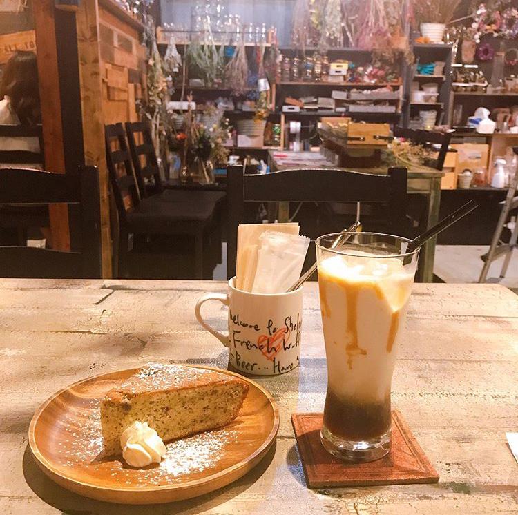 キャラメルラテと紅茶ケーキのセット