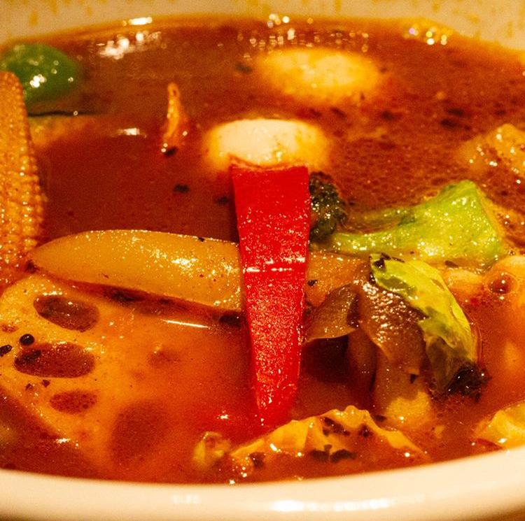 スープカレーネイビーズの『牛の有馬煮と揚げ出し豆腐のスープカレー』