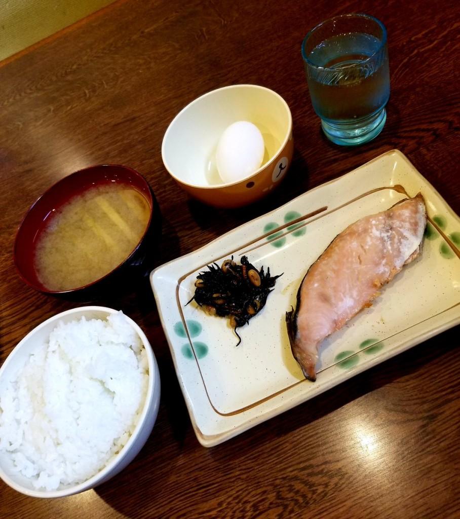 定食酒場食堂札幌店の日替り定食(鱒の塩焼き)