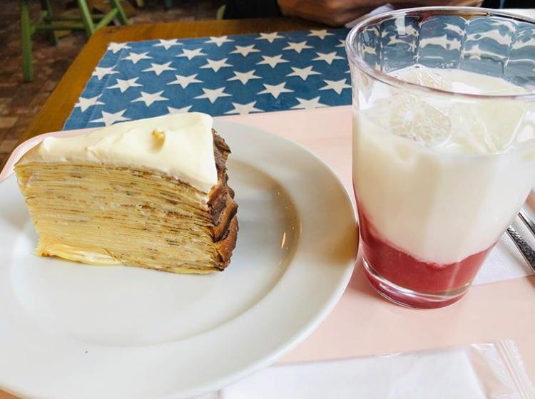 スウィートレディージェーンのミルクレープといちごミルク