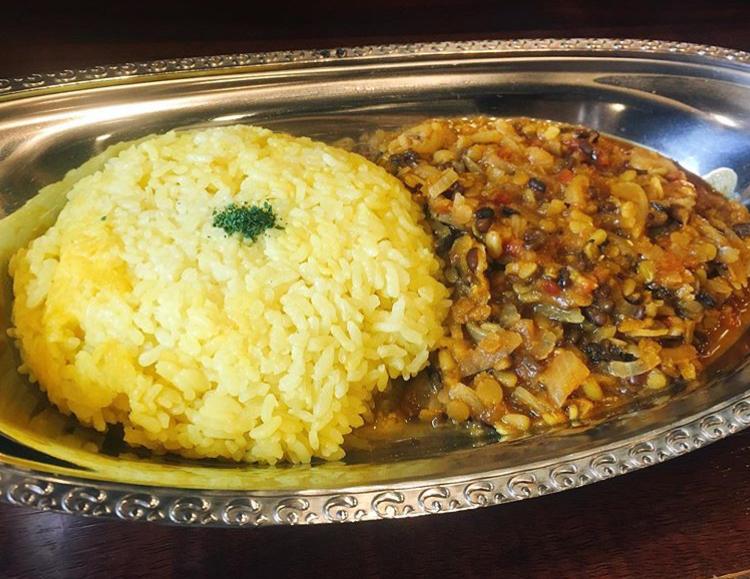 カレーパンドラの豆と玉ねぎのベジタリアンカレー(600円)