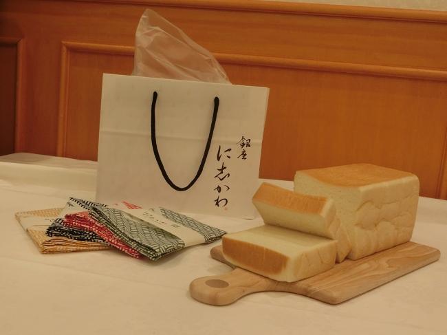 銀座に志かわの『水にこだわる高級食パン』の手提げ袋