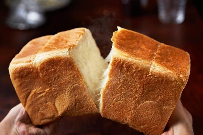 高級食パン専門店「嵜本(さきもと)」の食パン