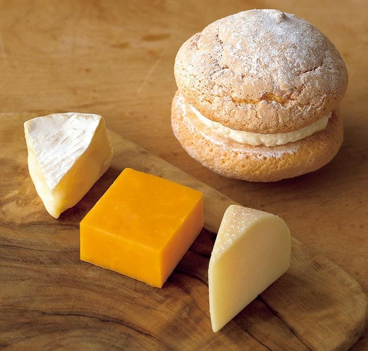 3種類のチーズとミルクが、ふんわり、おいしく。アン、ドゥ、トロワ!