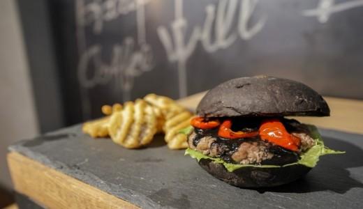 JB ESPRESSO 新道東駅前店限定で漆黒のハンバーガー『JB BURGER』が発売しているぞっ!