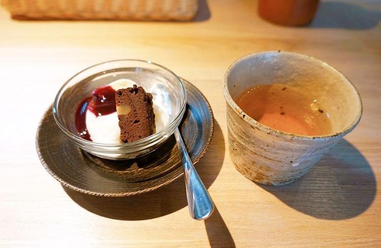 高級麺料理 昼膳 無聊庵のプレミアメニューについてくるハーブティー&お菓子