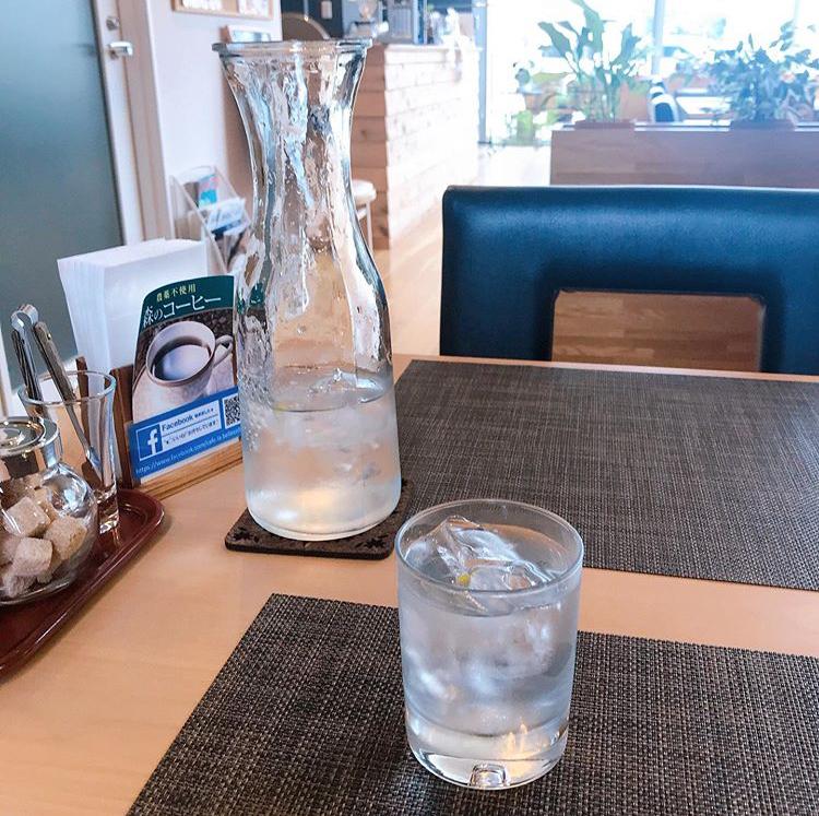 カフェ・ラ・ベルコリーヌの水にはレモンが入ってて爽やか
