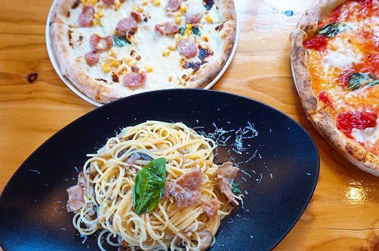 Pizzeria&Gelateria ORSO-ピッツェリア アンド ジェラテリア オルソのピザとパスタ