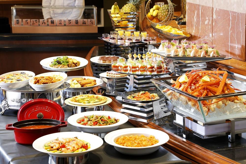 レストラン ラーブルで寿司・かに・ステーキ食べ放題の『夏休みディナーブッフェ』が開催!