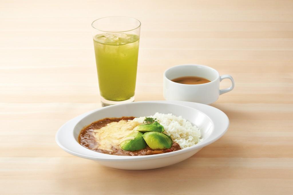 ナナズグリーンティーの豚ひき肉のアボカドチーズトマトカレーと水出し宇治煎茶