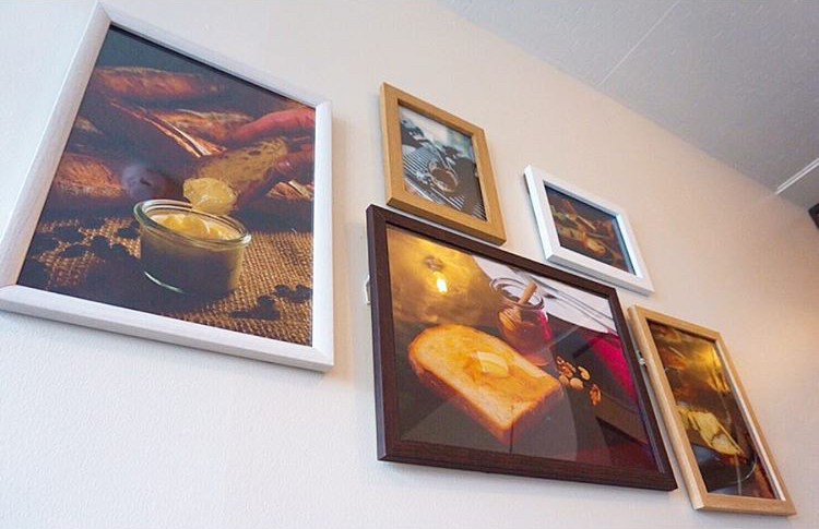 カフェスペースに飾ってある絵