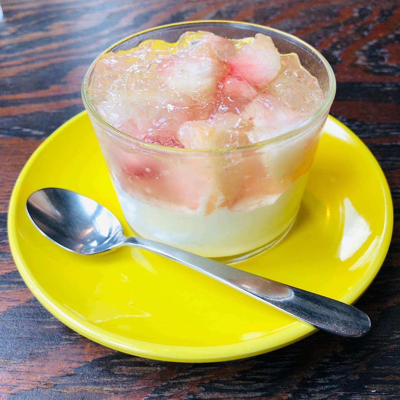 ミキオコーヒー(仮)の桃のブランマンジェ
