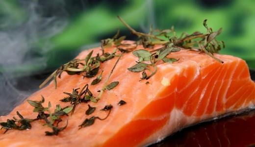 【魚勝】新鮮で美味しい魚や惣菜を販売する魚屋。生寿司は10貫で950円!