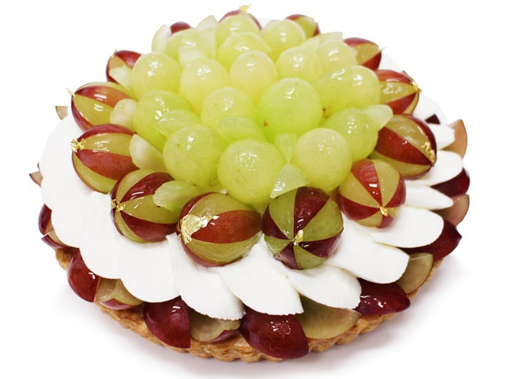 石川県産 プレミアぶどう「ルビーロマン」のケーキ