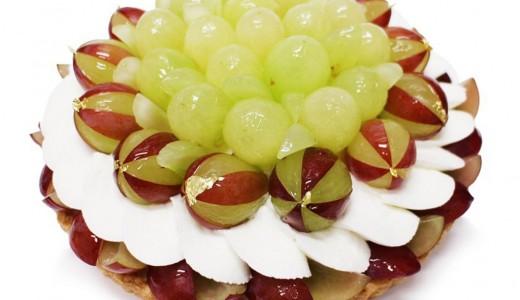 カフェコムサでぶどうを贅沢に乗せたアートケーキ3種を期間限定で発売