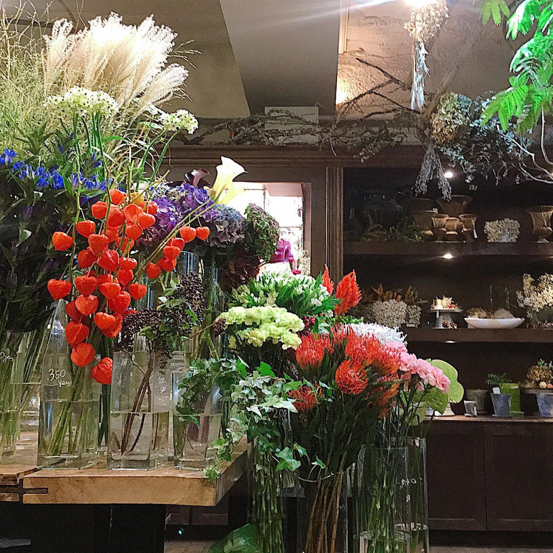 soko(ソーコ)の店内には花がいっぱい