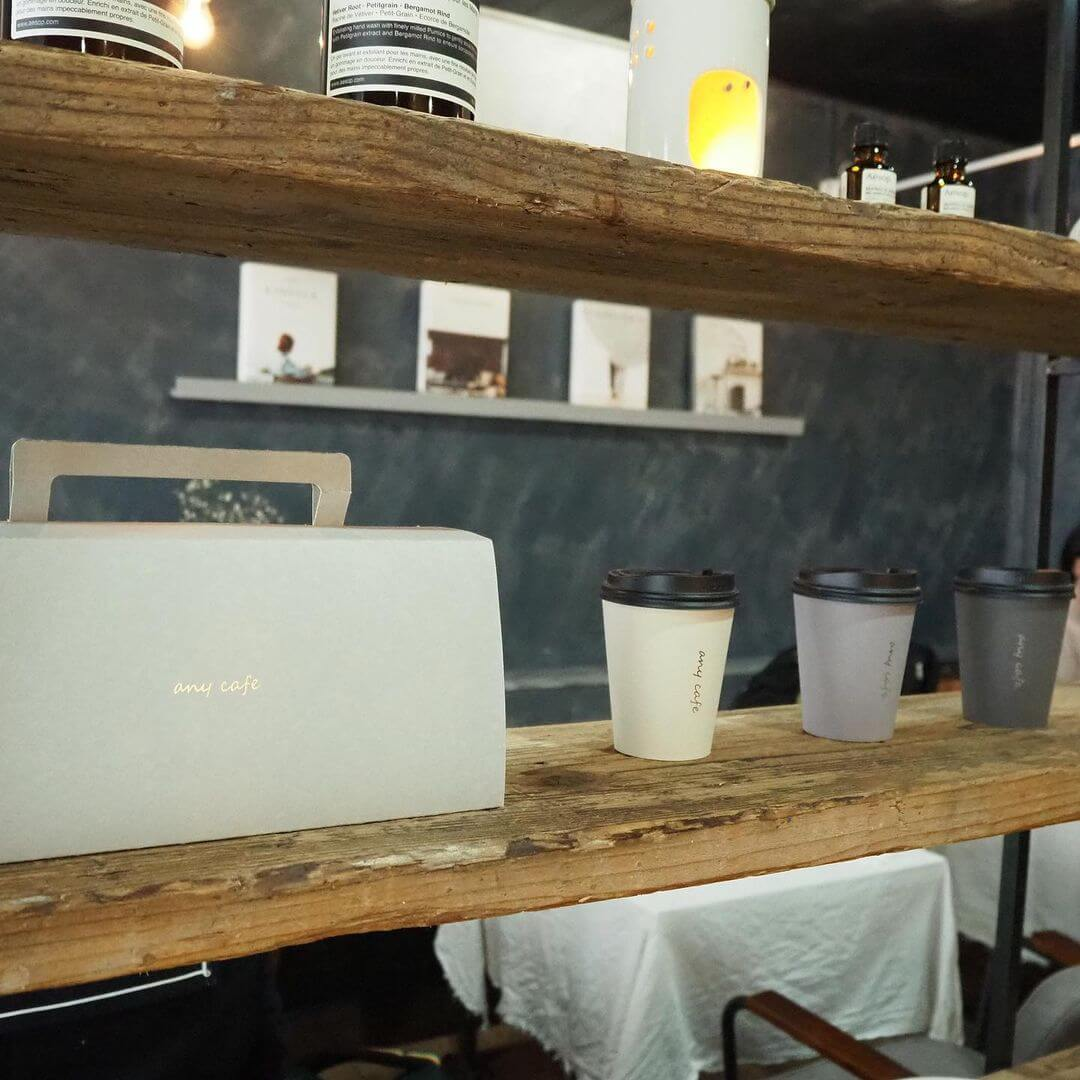 any cafe(エニーカフェ)の店内
