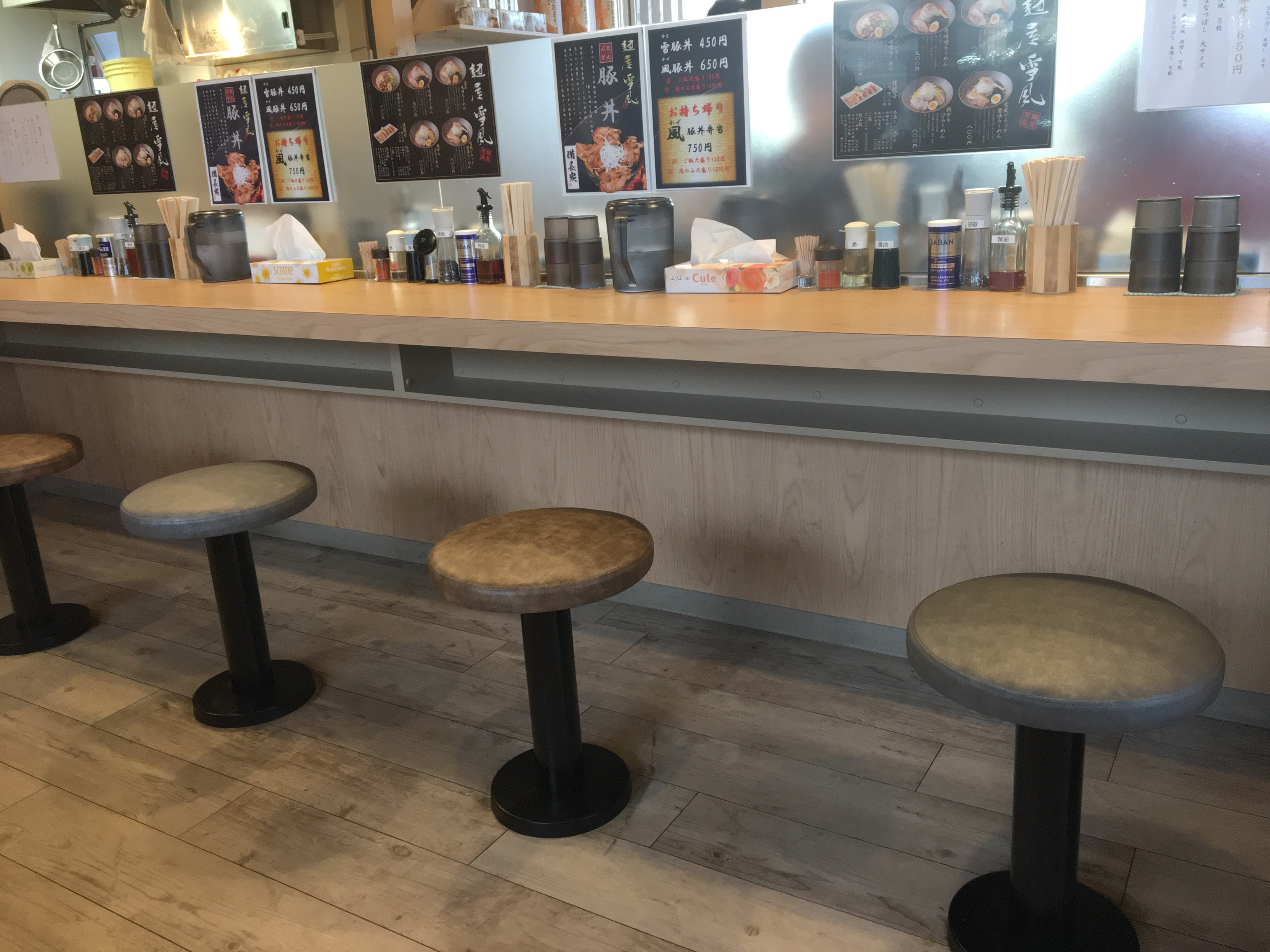 麺屋 雪風(めんや ゆきかぜ) 清田店のカウンター席