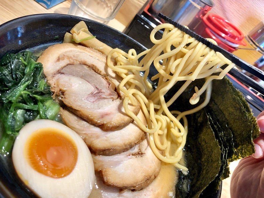 らーめん麺GO家 白石店の家系ラーメンの麺