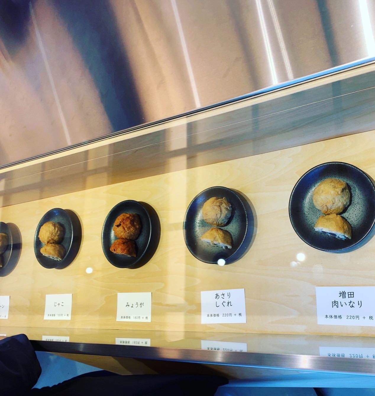 並べられるいなし寿司