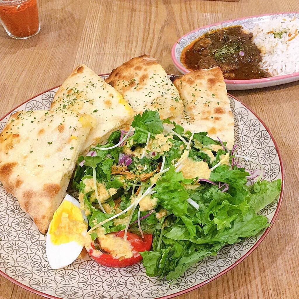 soko(ソーコ)のナンとサラダ&ミニカリーのセット(チーズキーマとポークビンダル)